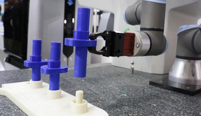 Attrezzaggio braccio robotizzato - stampa 3D Stratasys Nylon 12CF