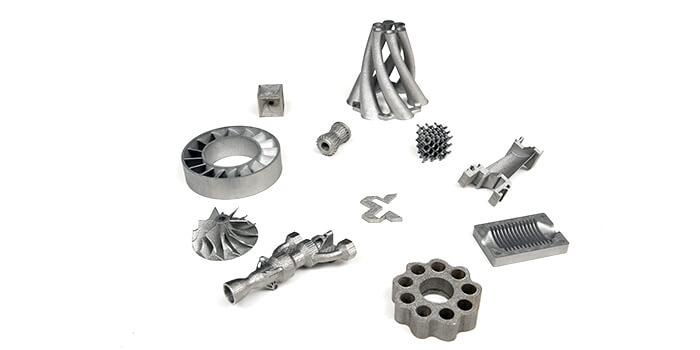 Una serie di parti prodotte con la stampante 3D a polvere di metallo Xact Metal