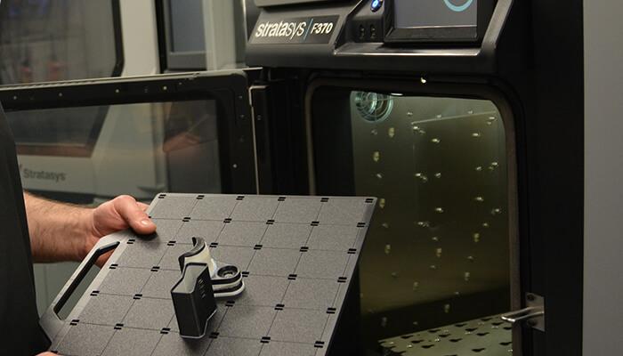 Stampante 3D Stratasys F370 con piano di stampa